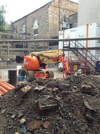 Edinburgh Metro Youth Hostel : The building works