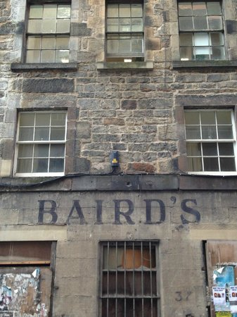 Edinburgh Metro Youth Hostel: Nearby street, what was Bairds & Starks Department Store