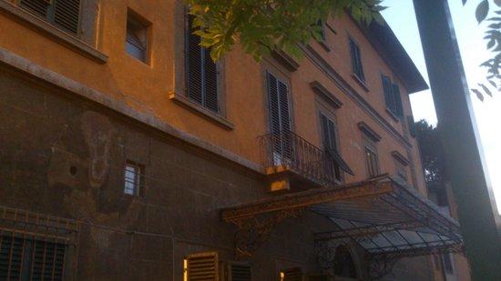 Casa Santo Nome di Gesu: Vista de la parte posterior del hotel