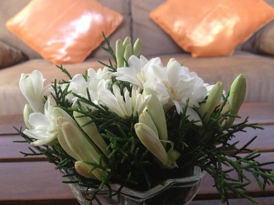 The Wolas Villas & Spa : Flowers in room on arrival
