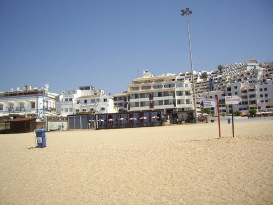 Edificio Albufeira Apartments: Apartamentos desde la playa