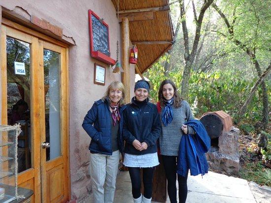 Las Chullpas Eco Lodge: con Nancy la encargada, que nos ayudó con gran parte del viaje