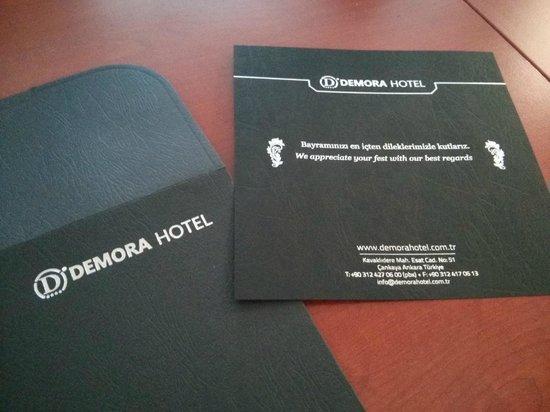 Demora Hotel: Tebrik kartı
