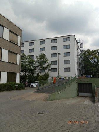 TRYP by Wyndham Frankfurt: Hotel von hinten