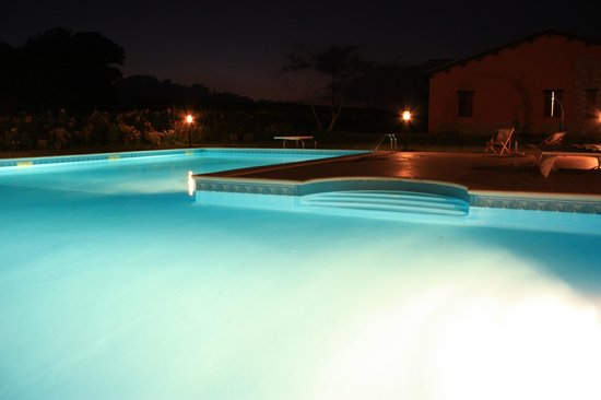 Country House Villacasabianca1573: piscina di notte