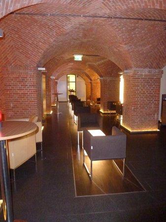 Movenpick Hotel Hamburg: The Cave