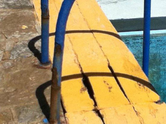 Estalagem do Forte Muchaxo : Escadas da piscina do hotel 2