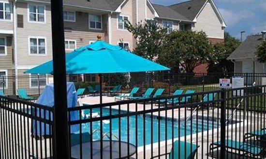 Residence Inn Raleigh-Durham Airport/Morrisville: Pool area