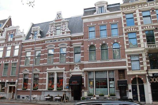 Quartier Du Port: de buitenkant