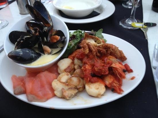 Beau Monde Bistro The Lampeter Hotel: seafood platter for one