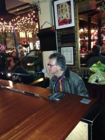 Mimi's Restaurant: Not Billy Joel.... but he is THE Piano Man at Mimi's !!