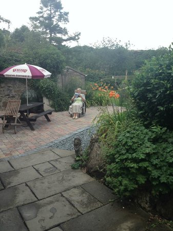 Lifton Hall Hotel: lovely garden area