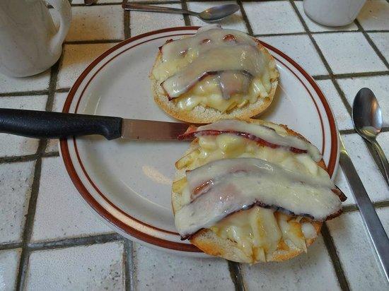 Mountain Creamery: My cheddar, bacon, apple bagel breakfast sandwich