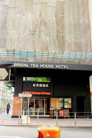 Bridal Tea House Hotel (To Kwa Wan) : front view of the hotel, it was under renovation when i was there