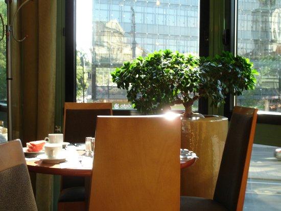 Mercure Budapest Korona Hotel: breakfast room