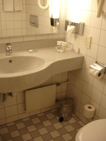 Mercure Budapest Korona Hotel: bathroom