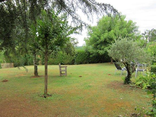 Le Mas De Castel: Garden