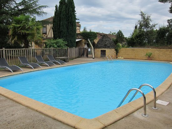 Le Mas De Castel: The swimming pool