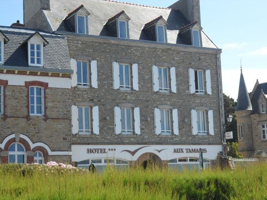 Hotel aux Tamaris : outside of the hotel