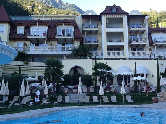 Luxury DolceVita Resort Preidlhof: VISTA DA PISCINA