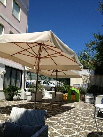 Helios Hotel: terrazza esterna bar