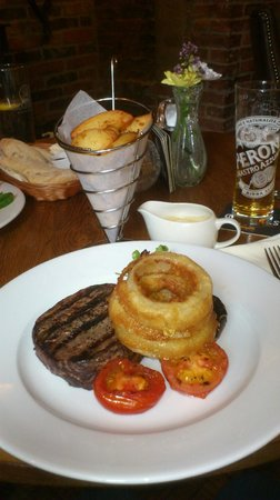 The Blacksmiths Arms: Fillet steak - chips and peppercorn sauce on the side
