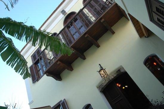 Nikos Takis Fashion Hotel: balcón visto desde el patio