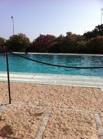Castellaro Golf Resort: piscina dell'albergo