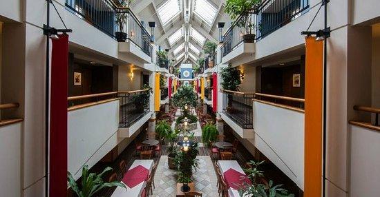 Hôtel Lindbergh : Atrium
