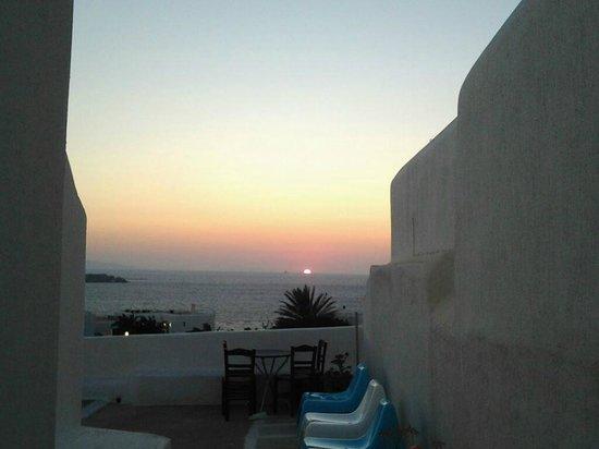Morfoula's Studios : Il tramonto visto dalla mia camera, spettacolare
