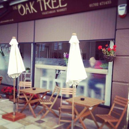 Oak Tree Vegetarian Bistro: Front of the Bistro