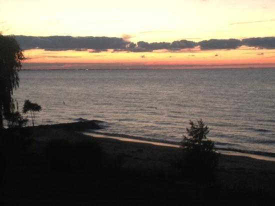 Wild Waves Motel : Sunset from beach looking towards Cedar Point