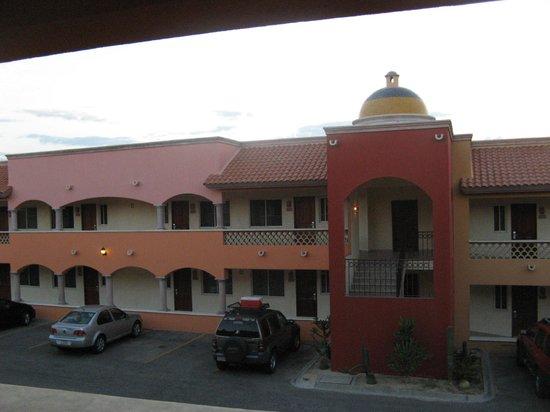 Hotel Quinta Del Sol: Foto del edificio de enfrente a mi habitación.