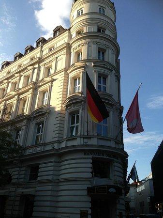 Mandarin Oriental, München: Front of Hotel