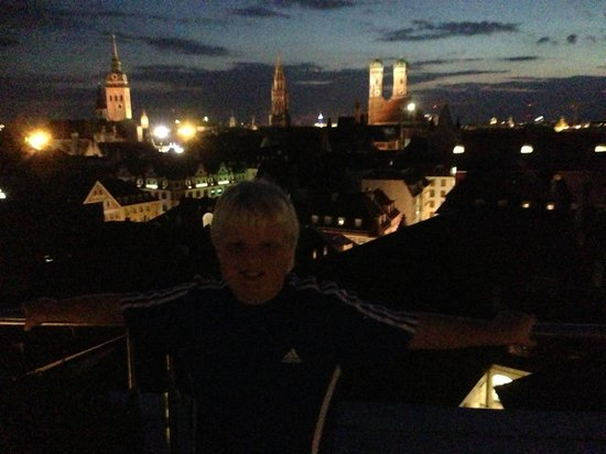 Mandarin Oriental, München: Night View from Pool Bar