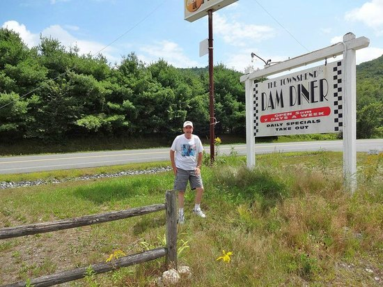 Townshend Dam Diner: Me & The Sign