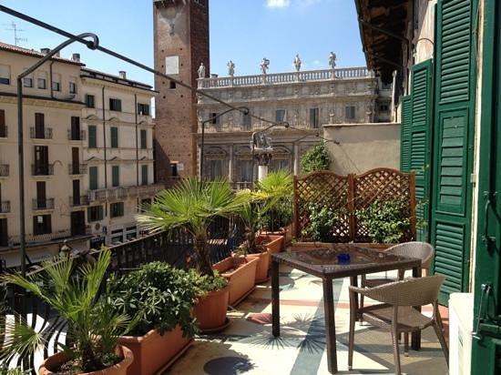 terrazzo su piazza delle erbe - Foto di Lady Verona, Verona ...