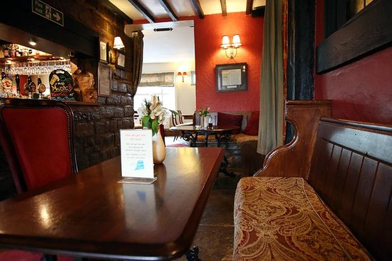 The Blue Boar Inn: Bar area
