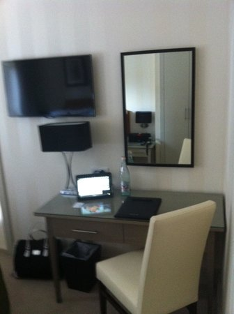 Hotel Xenia Autograph Collection: Tablet