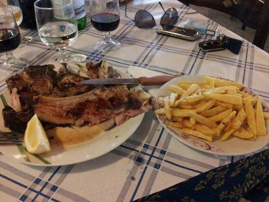 Lamezia Terme, Italia: Patate e bistecca.