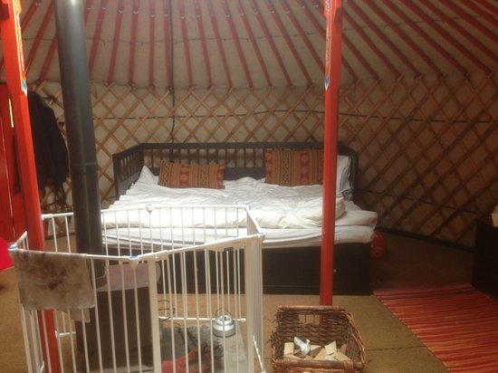 Cwm Tawel Yurts: Big Beds!