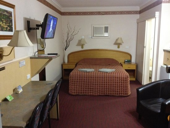 Comfort Inn Augusta Westside: Main bed