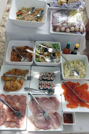 Phuket Snorkeling by  Offspray Leisure: delicious picnic lunch