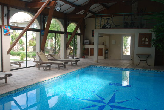 La Pitchoune: La piscine intérieure chauffée toute l'année