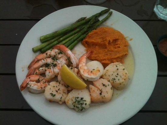 Morgan Creek Grill: Pick two seafood platter at Morgan Creen Grill