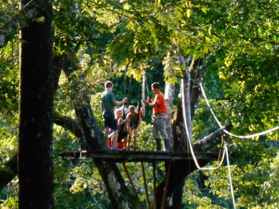 El Remanso Lodge: breakfast in the canopy after zip lining