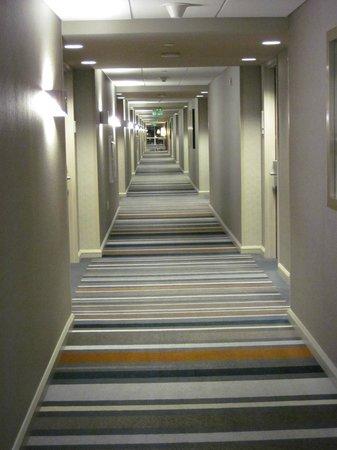 Grand Hyatt DFW: Hallway