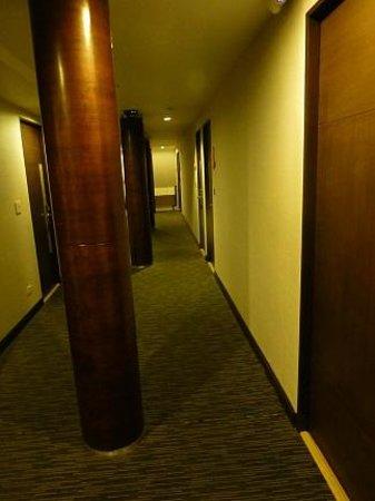 チェック イン プロンポン, 廊下