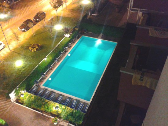Hotel Imperiale: Vista notturna piscina  dal 5°piano