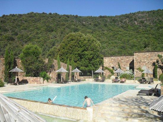 Domaine Codaleone : La piscine  et la vue sur les collines